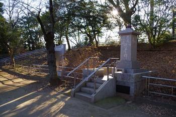 亥鼻公園の記念碑(2016年1月9日)その1.jpg