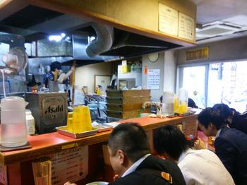 歌舞伎町店内部.jpg