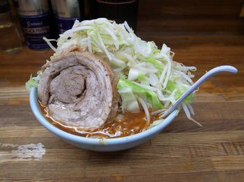 小つけ麺辛いのブタ1枚ヤサイマシマシ(2016年5月29日)その1.jpg